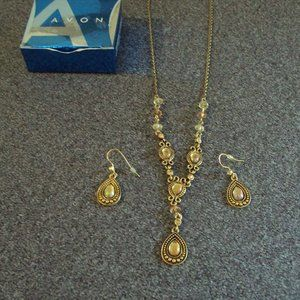 Avon necklace Set